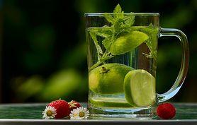 Dlaczego warto pić wodę? Rola wody i korzyści zdrowotne z jej picia. Jaka woda jest najlepsza?