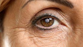 Kobieta nosiła soczewki pod prysznicem, teraz jest ślepa na jedno oko (WIDEO)