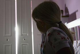 Przez miesiąc molestował 12-latkę. Mężczyzna ukrywał się w jej szafie