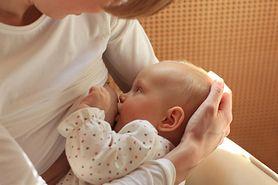 Znane matki dzielą się zdjęciami podczas karmienia piersią