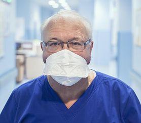 """Koronawirus w Polsce. Prof. Simon """"Czekam, aby jak najszybciej się zaszczepić"""" (WIDEO)"""