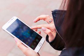 Coraz więcej nieszczęśliwych wypadków przez... smartfony
