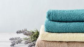 Wiemy w jakiej temperaturze najlepiej prać ręczniki. Zobacz, czy robisz to prawidłowo (WIDEO)