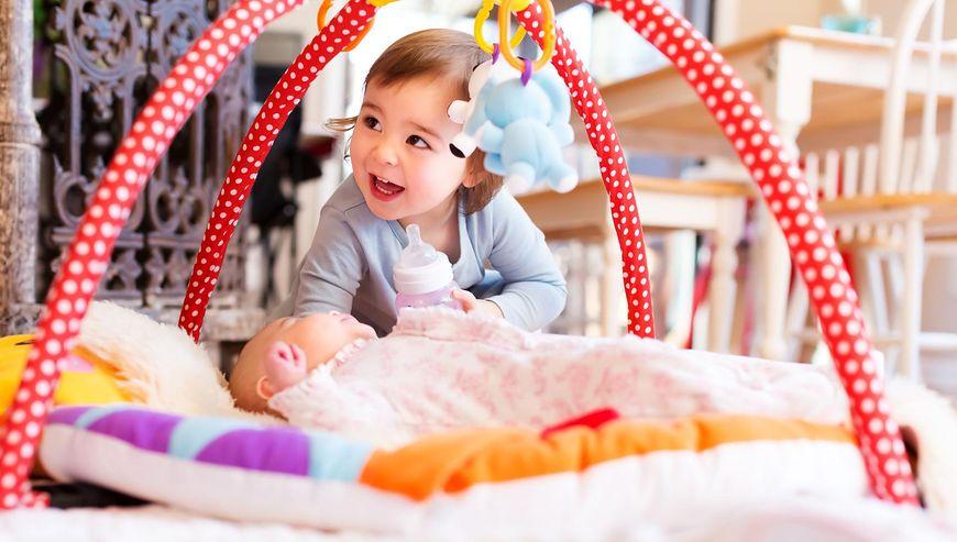 Mata edukacyjna rozwija wzrok, dotyk i słuch niemowlaka