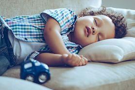 Jak nauczyć dziecko przesypiania całej nocy?