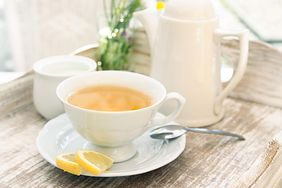 Dlaczego warto pić białą herbatę?
