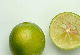 Limonka- charakterystyka, właściwości, picie wody z limonką.
