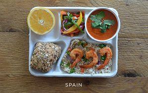 Posiłki na szkolnych stołówkach. Co jedzą dzieci w USA, Hiszpanii czy Francji?