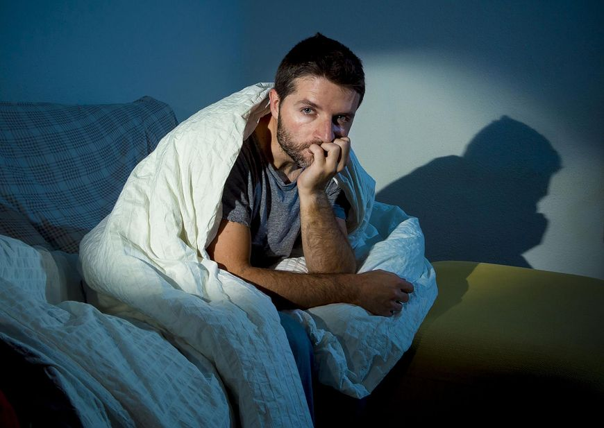 123rf.com Nocne poty mogą być objawem m.in. zaburzeń hormonalnych lub raka