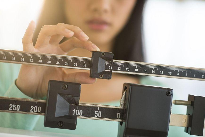 Ponieważ bierze udział w produkcji hormonów, które są wykorzystywane przez wszystkie komórki naszego ciała, ma też wpływ na nasz metabolizm i utrzymanie prawidłowej wagi ciała