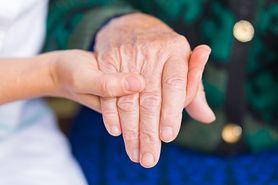 Leczenie seniorów coraz droższe. Najkosztowniejsi są starsi mężczyźni