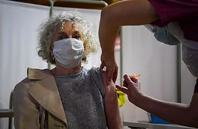 Szczepionki na COVID-19. Sputnik V jest lepszy niż AstraZeneca? Dr Dzieciątkowski: Istnieje ryzyko uodpornienia się na sam wektor