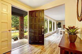 Drzwi wejściowe bez tajemnic. Na co zwrócić uwagę?