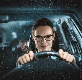 Mama za kierownicą. Jak zadbać o bezpieczeństwo swoje i dziecka?