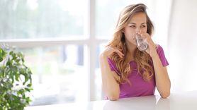 Zapomnij o wodzie z cytryną. Wypróbuj nowe połączenie składników (WIDEO)