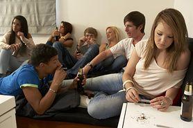 Grzechy młodych: alkohol, papierosy i hazard w sieci