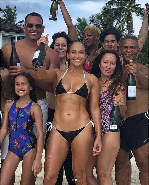 Jennifer Lopez świętuje 49 urodziny [instagram.com]
