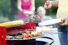 Lidl kontra Biedronka: które produkty na grilla są lepsze?