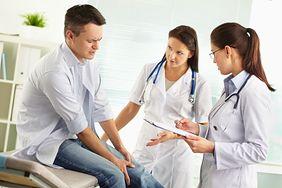 Objawy wysokiego cholesterolu, które są widoczne na nogach