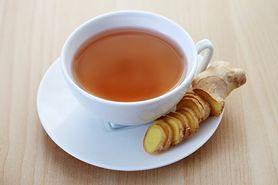 Okłady z herbaty na zmęczone oczy (WIDEO)