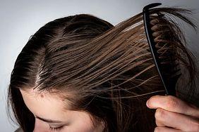 Domowe sposoby na przetłuszczające się włosy