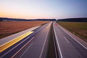 Jeżdżenie autostradą nie musi być skomplikowane. Zabacz, jak robić to prawidłowo