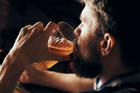 Szklanka piwa tygodniowo może powodować choroby serca. Badania