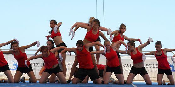 Dance aerobik - poznaj ćwiczenia idealne dla kochających taniec i chcących wzmocnić mięśnie
