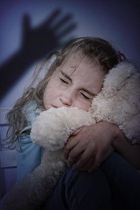 Dawanie klapsów może niszczyć mózg dzieci. Pediatrzy alarmują
