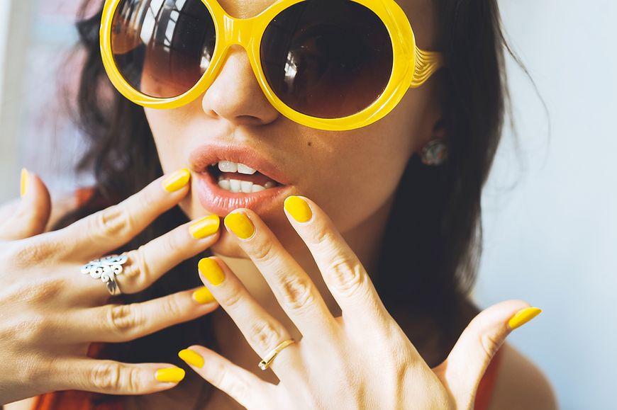 Żółtawy odcień