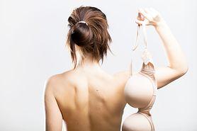 7 niepokojących zachowań piersi – co mówią o twoim zdrowiu?