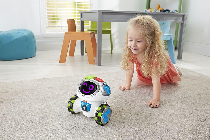 Dziewczynka bawiąca się zabawką Fisher-Price