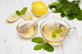Dlaczego warto codziennie pić ciepłą wodę z cytryną i miodem?