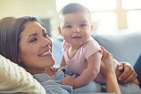 Karmienie dziecka na dwa sposoby,  czyli wszystko, co musisz wiedzieć o karmieniu mieszanym