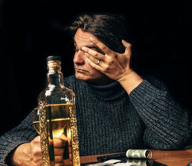 Alkoholizm dotyczy w Polsce blisko 5 proc. mieszkańców kraju
