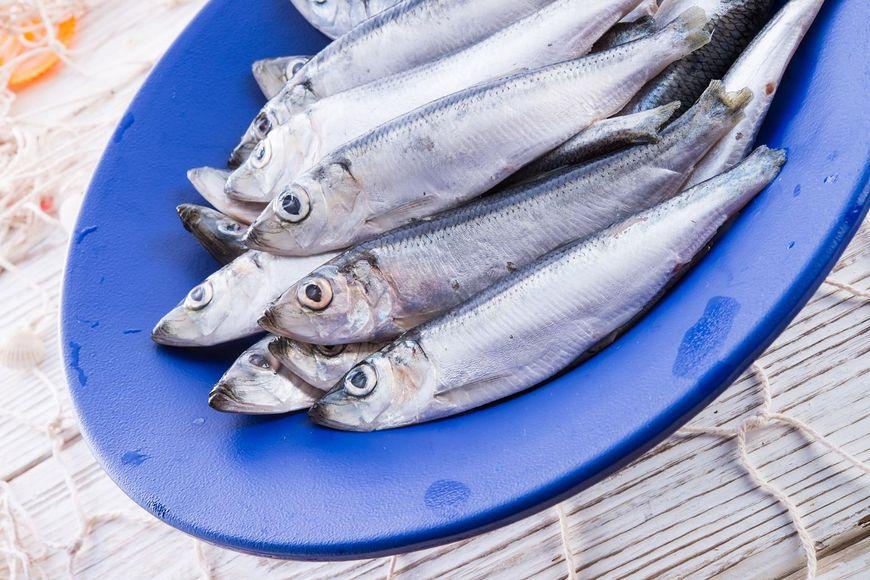 Jedzenie żywej ryby ma leczyć choroby układu oddechowego