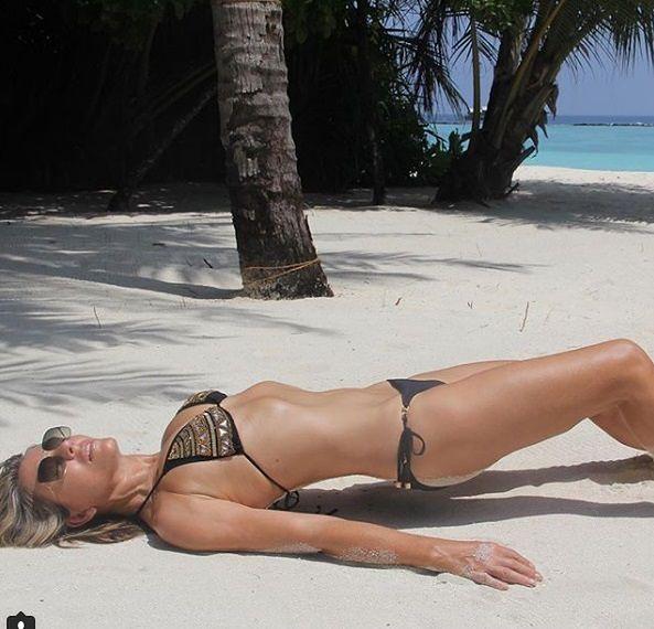Elisabeth Hurley zachęca do zdrowej diety i aktywności fizycznej