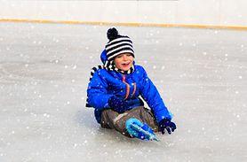 Pierwsza pomoc przy upadkach na lodzie. Ratownik podpowiada