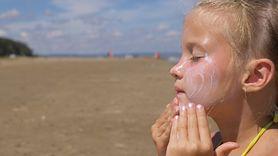 Jak zabezpieczyć skórę dziecka przed szkodliwym działaniem słońca?