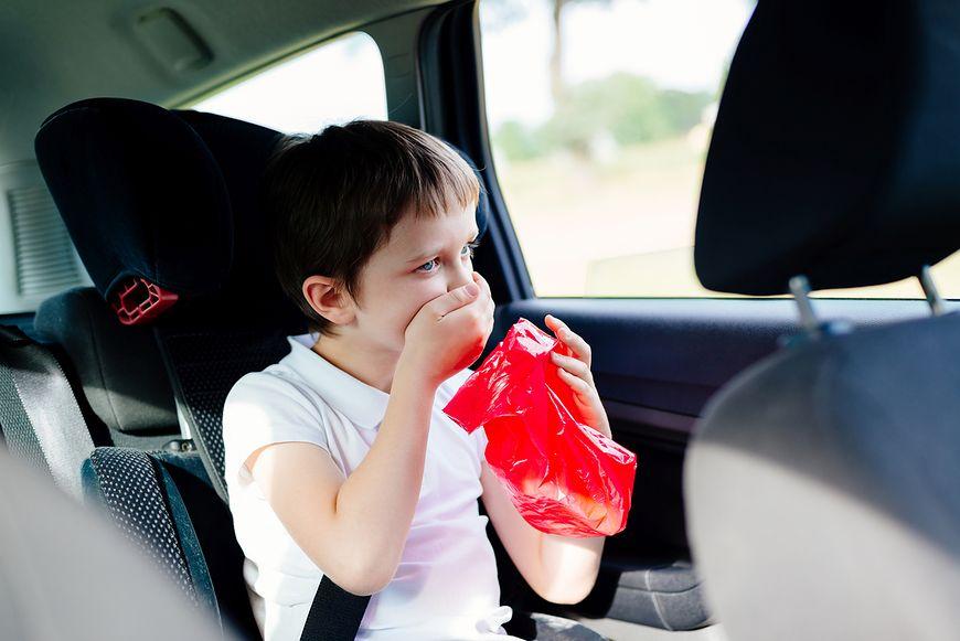 Wymioty to kolejny możliwy objaw nowotworu u dziecka