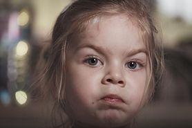 Czego rodzice nie powinni mówić przy dzieciach?