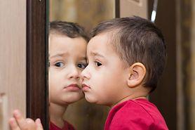 Dwulatek nie mówi