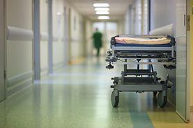 Szpitalne łóżka na korytarzach naruszeniem prawa pacjenta