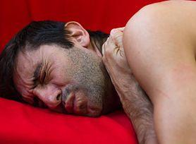 Swędzenie skóry w nocy. Przyczyną świądu może być poważna choroba