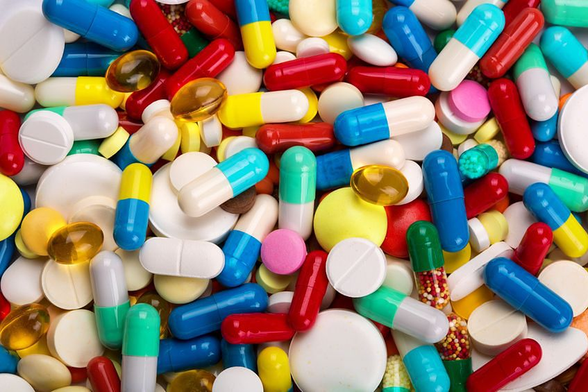 Niebezpieczeństwa związane w fałszywymi lekami