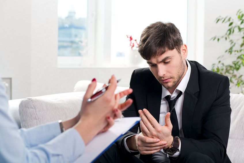 Niedowłady rąk mogą świadczyć o chorobach umysłowych