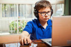 Jaki związek mają nowe technologie z bólem u dzieci?
