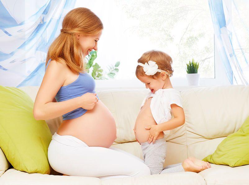 Leżenie na lewym boku to kolejny mit ciążowy