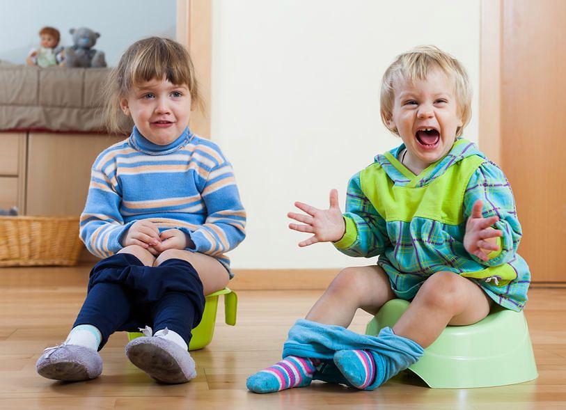 Zbyt wczesna nauka korzystania z nocnika może zniechęcić dziecko