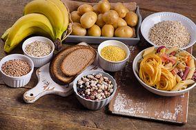 5 oznak, że jesz za mało węglowodanów. Przez to nie możesz schudnąć